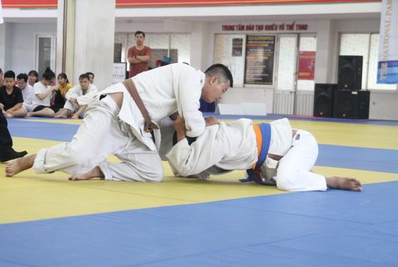 Các VĐV judo khiếm thi thi đấu tại Cúp các CLB toàn quốc 2020. Ảnh: NGUYỄN ANH