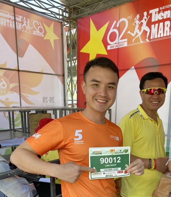 Thầy trò cùng thi đấu ở giải marathon quốc gia ảnh 1