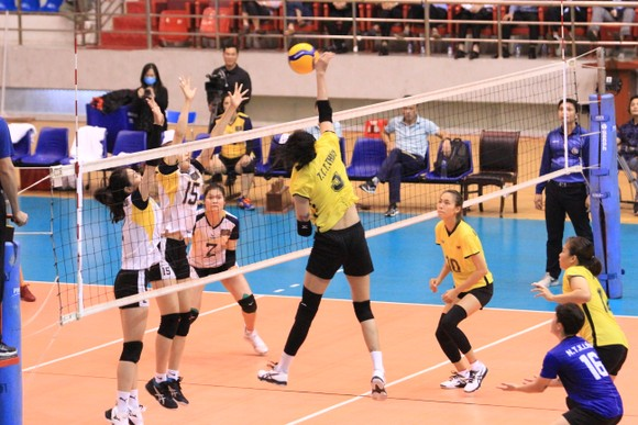 Chung kết Cúp bóng chuyền Hoa Lư - Bình Điền 2021: VTV Bình Điền Long An và Tràng An Ninh Bình lên ngôi vô địch ảnh 1