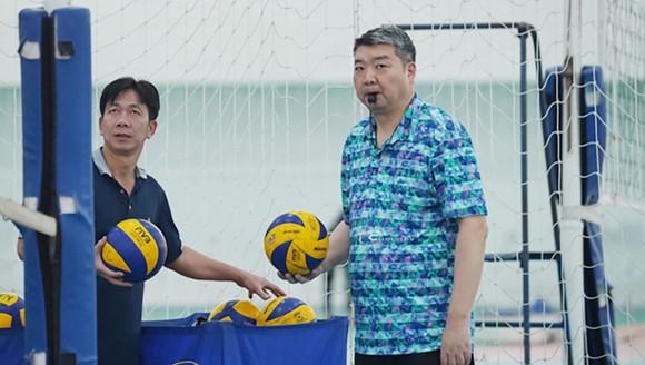 Chuyên gia Li Huan Ning (phải).
