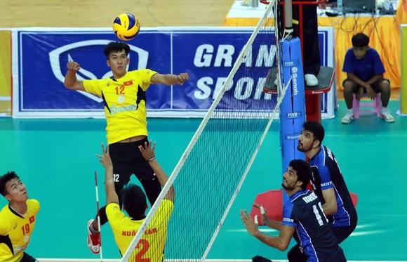 Sanest Khánh Hòa (trái) sẽ không tham dự giải CLB châu Á năm nay.
