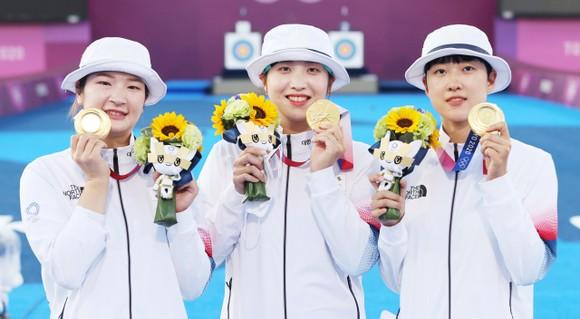 Bắn cung nữ Hàn Quốc lần thứ 9 giành HCV đồng đội nữ.