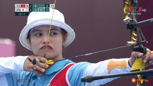 Ánh Nguyệt thi đấu vòng loại cung 1 dây nữ.