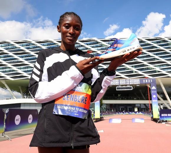 Sự kiện marathon adidas adizero - Road to Records xác lập 2 kỷ lục thế giới mới ảnh 3