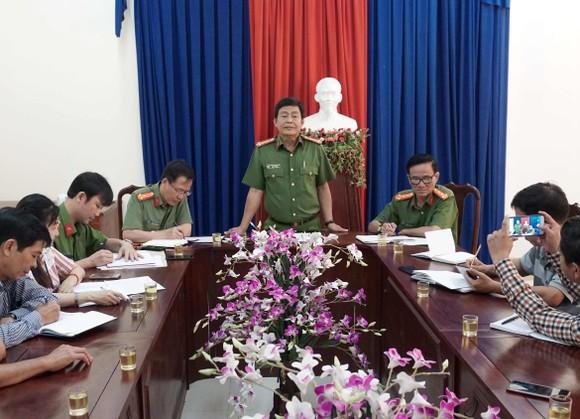Cà Mau họp báo thông tin việc bắt giữ 2 lãnh đạo Phòng khám đa khoa khu vực Sông Đốc ảnh 1