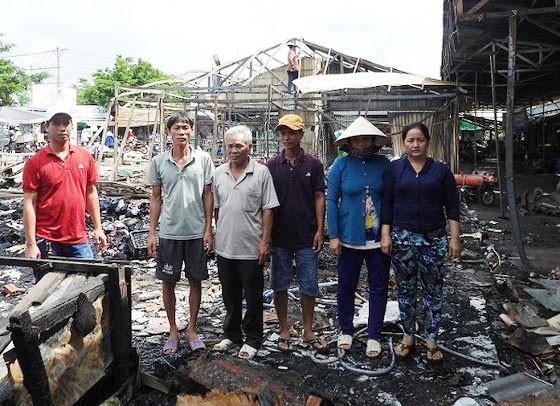 Các tiểu thương trong vụ cháy chợ tạm Sông Đốc