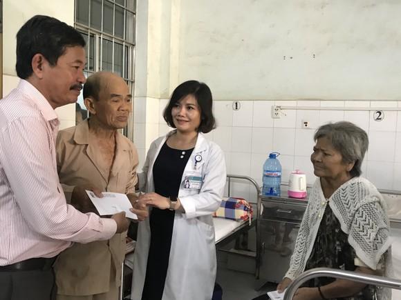 Cà Mau: Xúc động bệnh nhân nghèo nhường nhau quà Tết ảnh 1