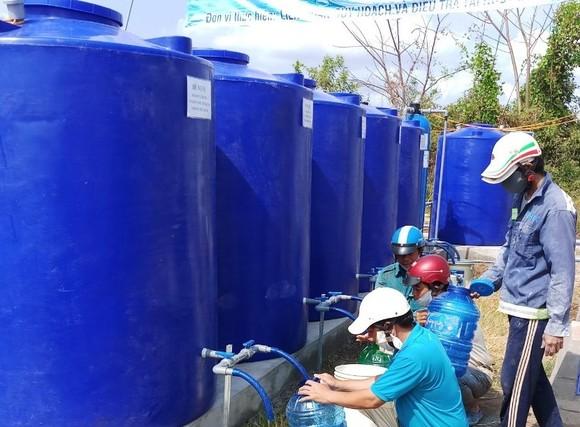 Bàn giao công trình cấp nước ngọt miễn phí cho người dân vùng hạn mặn Cà Mau ảnh 1