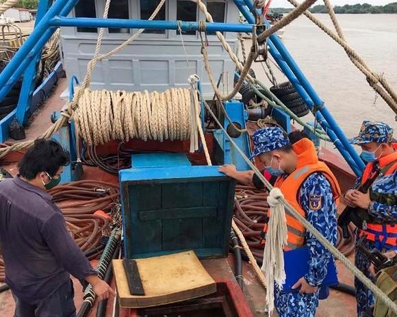 Bắt tàu chở 100.000 lít dầu không có hóa đơn hợp pháp ở Tây Nam Côn Đảo ảnh 1