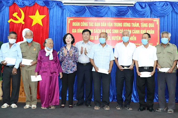 Đồng chí Trương Thị Mai: Xây dựng và thực hiện quy chế dân chủ bảo đảm thực chất và hiệu quả ảnh 2