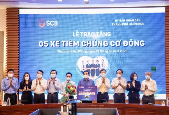 SCB tặng TP Hải Phòng 5 xe tiêm chủng cơ động ảnh 2