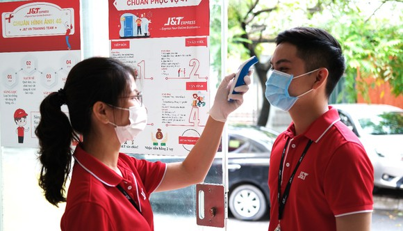 Nhân viên J&T Express thực hiện nghiêm túc quy định phòng, chống dịch