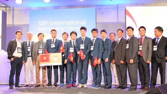 Việt Nam đoạt 4 Huy chương vàng tại Olympic Toán học quốc tế 2017 ảnh 1