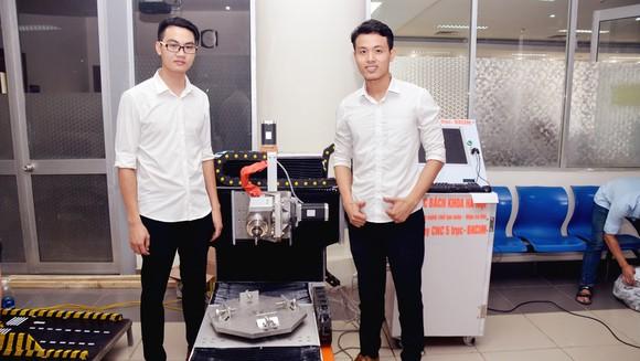Sinh viên ĐB Bách khoa Hà Nội với đề tài nghiên cứu khoa học của mình