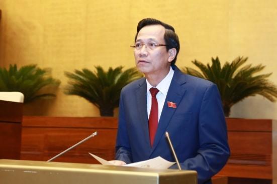 Bộ trưởng Bộ Lao động-Thương binh và Xã hội Đào Ngọc Dung đọc tờ trình