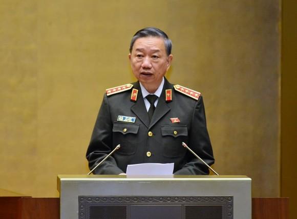 Bộ trưởng Tô Lâm giải trình trước Quốc hội, ảnh Viết Chung