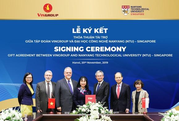 Ký kết thỏa thuận tài trợ cấp học bổng cho thạc sĩ, tiến sĩ người Việt tại Đại học Công nghệ Nanyang