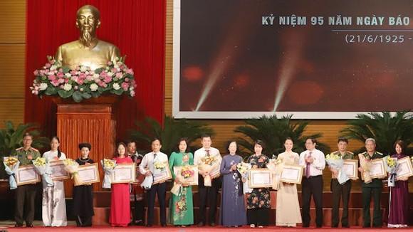 Hội nghị gặp mặt, tuyên dương người làm báo tiêu biểu vào ngày 13-6. Ảnh: QUANG PHÚC