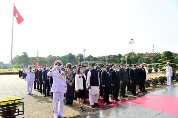 Lãnh đạo Đảng, Nhà nước vào Lăng viếng Chủ tịch Hồ Chí Minh nhân kỷ niệm 75 năm Quốc khánh 2-9 ảnh 5