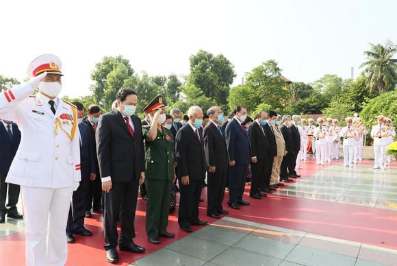 Lãnh đạo Đảng, Nhà nước vào Lăng viếng Chủ tịch Hồ Chí Minh nhân kỷ niệm 75 năm Quốc khánh 2-9 ảnh 2