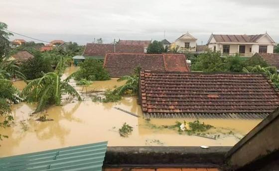 Lũ dâng cao, gây ngập nhà dân ở Quảng Bình, tháng 10-2020