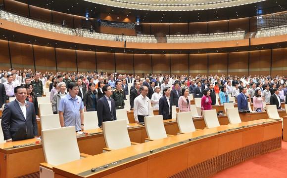 Quốc hội tưởng niệm đồng bào tử nạn, cán bộ hy sinh do bão lũ ảnh 1
