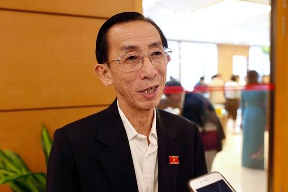 Trong phiên thảo luận, ĐB Trần Hoàng Ngân cho rằng phải ưu tiên cho các dự án cấp thiết chứ không phải là dự án cần thiết, đồng thời phải nuôi dưỡng nguồn thu, tiết kiệm khoản chi. Ảnh: QUANG PHÚC