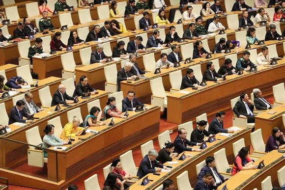 Các đại biểu Quốc hội tại hội trường chiều 17-11. Ảnh: VIẾT CHUNG