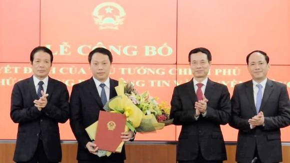 Thủ tướng bổ nhiệm nhân sự cấp cao Bộ TT-TT và Bộ Quốc phòng ảnh 1