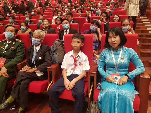 Chủ tịch Quốc hội Nguyễn Thị Kim Ngân: Còn rất nhiều những tấm gương bình dị mà cao quý ảnh 3