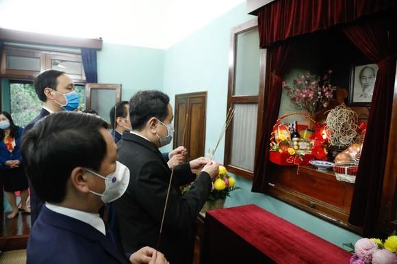 Đồng chí Trần Thanh Mẫn đã đến dâng hương, tưởng nhớ Chủ tịch Hồ Chí Minh tại Nhà 67