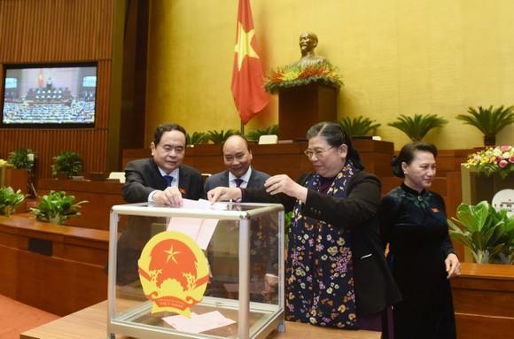Quốc hội xem xét miễn nhiệm các Phó Chủ tịch Quốc hội: Tòng Thị Phóng, Uông Chu Lưu và Phùng Quốc Hiển ảnh 1