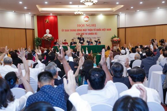 Biểu quyết giới thiệu ông Đỗ Văn Chiến làm Chủ tịch Ủy ban Trung ương MTTQ Việt Nam