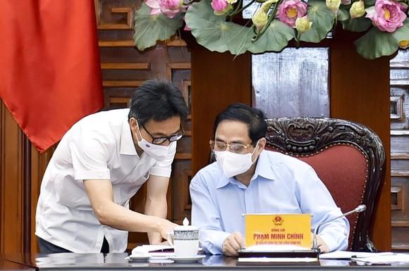 Thủ tướng: Đình chỉ, cách chức và xử lý hình sự những người vi phạm quy định về chống dịch   ảnh 1