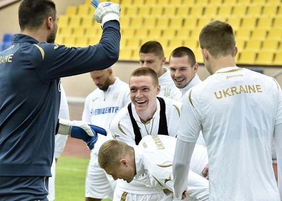 Tuyển Ukraine: Zinchenko cuối cùng cũng xuất hiện, Shevchenko tươi cười ảnh 6