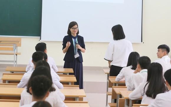 Chính phủ đồng ý cắt giảm chứng chỉ ngoại ngữ, tin học không phù hợp ảnh 1