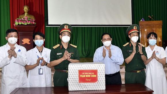 Thủ tướng khen thưởng tập thể, cá nhân có thành tích xuất sắc chống dịch tại Bắc Giang ảnh 1