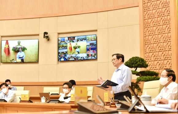 """Thủ tướng Phạm Minh Chính nhấn mạnh tinh thần tận dụng """"giờ vàng, ngày vàng, tuần vàng"""" để thực hiện các nhiệm vụ hiệu quả hơn. Ảnh: VIẾT CHUNG"""