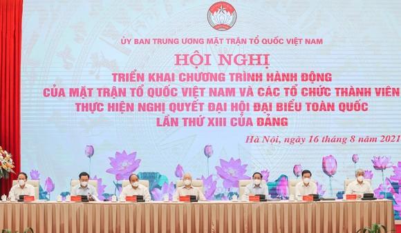 Đoàn Chủ tọa hội nghị trực tuyến toàn quốc triển khai chương trình hành động của MTTQ Việt Nam và các tổ chức thành viên thực hiện Nghị quyết Đại hội đại biểu toàn quốc lần thứ XIII của Đảng. Ảnh: VIẾT CHUNG