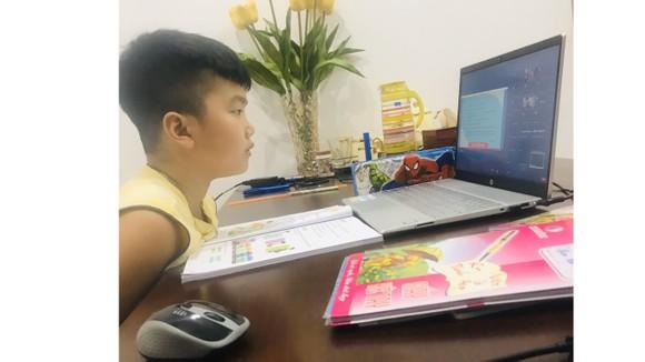 Học sinh vùng dịch đang phải học tập trực tuyến 