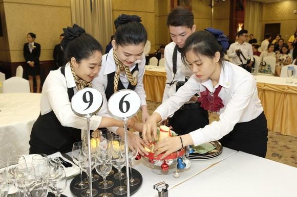 Trao 110 triệu đồng cho thí sinh, đội thi đạt giải Hội thi nghiệp vụ nhà hàng TPHCM năm 2019 ảnh 2