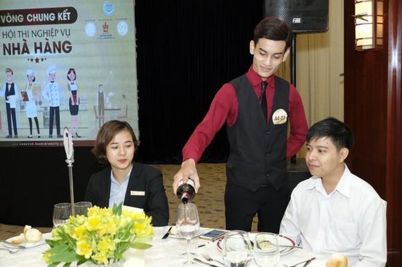 Trao 110 triệu đồng cho thí sinh, đội thi đạt giải Hội thi nghiệp vụ nhà hàng TPHCM năm 2019 ảnh 3