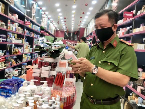 QLTT phát hiện chuỗi cửa hàng bán mỹ phẩm nghi giả mạo thương hiệu ảnh 1