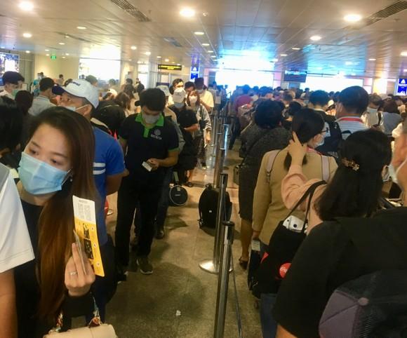 Một số hãng hàng không hỗ trợ bảo lưu vé máy bay cho khách đoàn ảnh 1