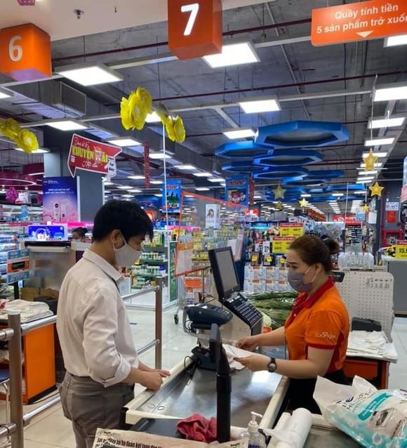Khách đặt mua hàng trực tuyến tăng mạnh ảnh 2