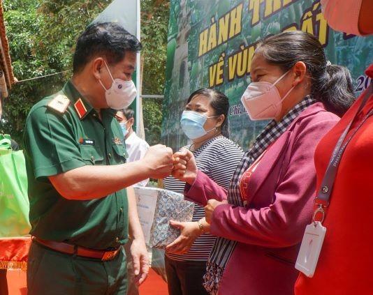 Chủ tịch HĐND TPHCM Nguyễn Thị Lệ: 'Lực lượng tuyến đầu phác họa bức tranh đẹp giữa đời thường' ảnh 7
