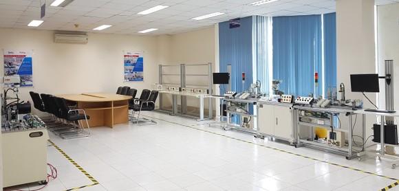 Phát triển nguồn nhân lực chất lượng cao về robot tự động hóa ảnh 3