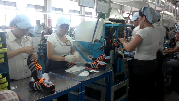 Vụ Công ty PouYuen cắt giảm gần 2.800 công nhân: Công nhân lãnh trợ cấp thôi việc trung bình 70 triệu đồng/người ảnh 1