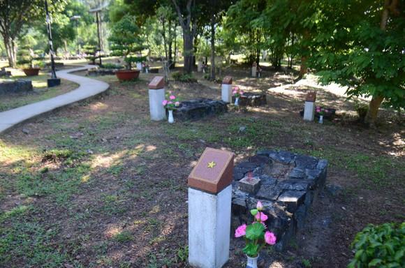 Lãnh đạo TPHCM dâng hương tưởng niệm Anh hùng liệt sĩ tại Nghĩa trang Hàng Dương huyện Côn Đảo  ảnh 6