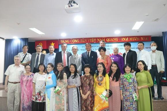 Kiều bào dâng hương Chủ tịch Hồ Chí Minh nhân dịp Quốc khánh 2-9 ảnh 5